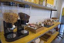 fotografia della cucina, con il dettaglio della zona coffee