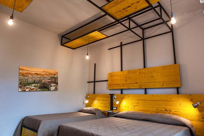 fotografia della camera tripla del bed and breakfast
